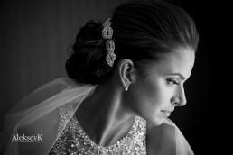 bride getting ready Harbor Center Marriott