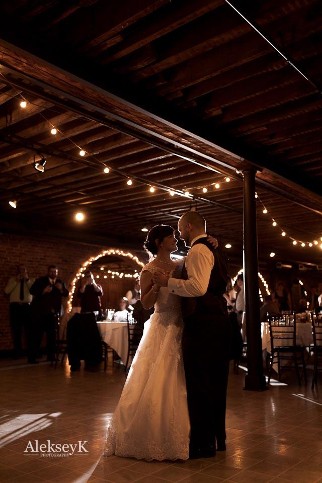 Pearl Street Grill & Brewery Wedding Photos | Bride & Groom