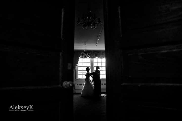 Pearl Street Grill & Brewery Wedding Photos | getting ready