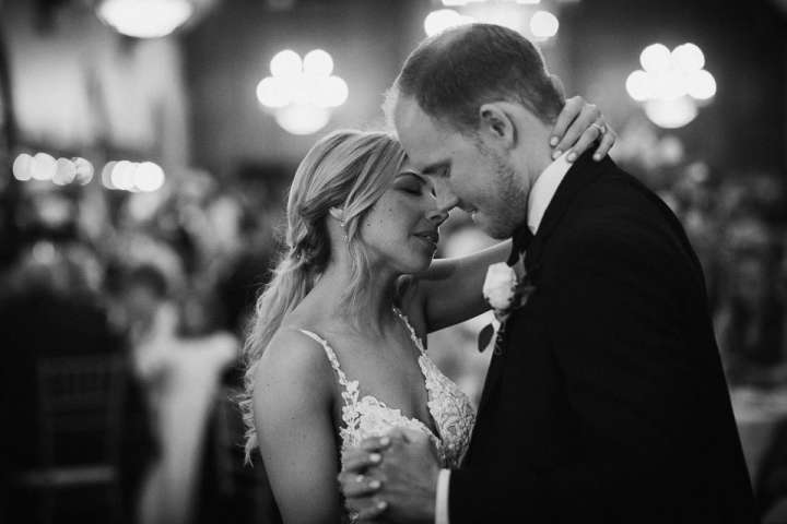 Brookfield Country Club Wedding Photos | First Dance
