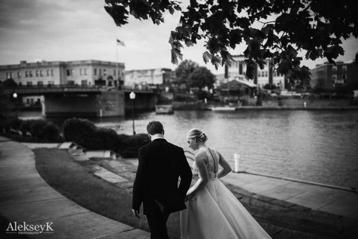 Tonawanda Castle Wedding Photography | Bride and groom at the Harbor