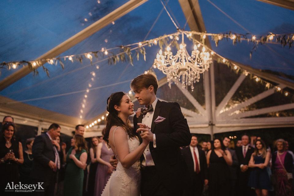 Garret Club Wedding Photography | first dance